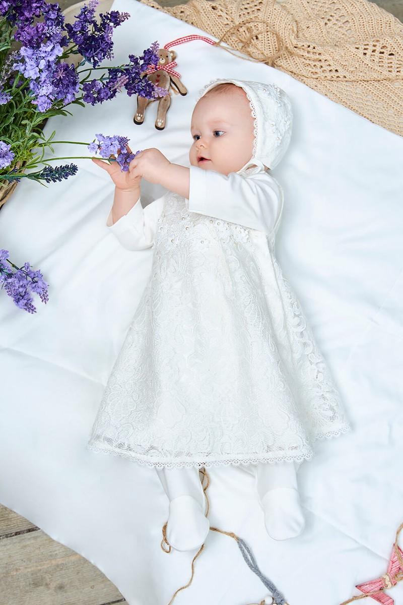 Комплект на выписку: кружевное платье, штанишки, чепчик. Цвет белый