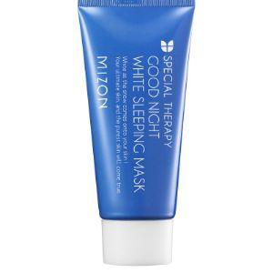 MIZON Good Night White Sleeping Mask Эффективная ночная маска для лица с осветляющим эффектом в тубе. Ночная осветляющая маска эффективно увлажняет кожу, препятствуя обезвоживанию, устраняет излишнюю пигментацию и веснушки, застарелые пятна и рубцы от акне, разглаживает морщины, освежает и устраняет следы стресса. Ниацинамид (витамин B3) ускоряет процессы клеточного обновления, способствует увеличению выработки коллагена, повышает тонус кожи и улучшает её текстуру, эффективно борется с пигментными пятнами, уменьшая их выраженность. Гиалуроновая кислота усиливает антивозрастное действие маски, насыщает кожу влагой и поддерживает оптимальный гидробаланс. Активные растительные экстракты питают витаминами и обладают осветляющим действием, подсушивают угревую сыпь и предотвращают её повторное появление. Способ применения: небольшое количество маски нанесите на очищенную и тонизированную кожу, распределите тонким слоем по всей поверхности лица и оставьте на ночь. Утром смойте остатки маски тёплой водой. Применять 2-3 раза в неделю.
