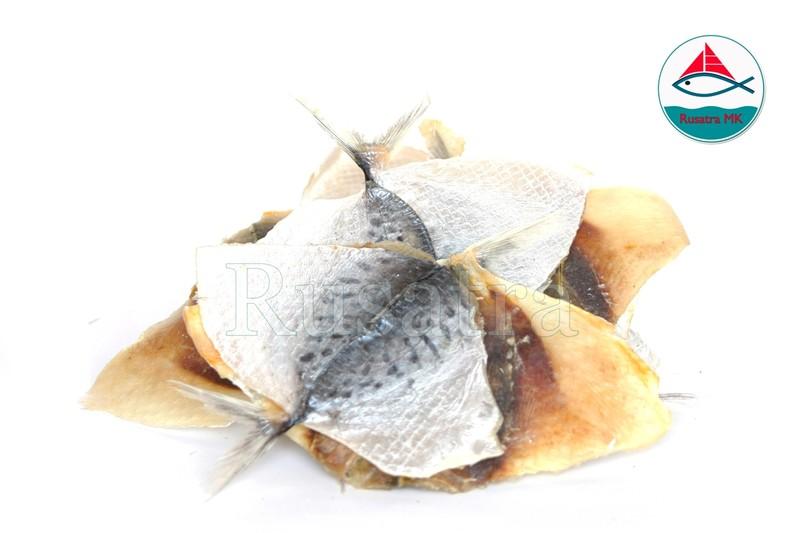Императорский полосатик        Состав: Рыба, соль.       Условия хранения и сроки годности:       Хранить при температуре от -10 °С   до +20 °С, срок хранения 18   месяцев с даты изготовления.       Хранить в сухом хорошо проветриваемом месте при относительной   влажности воздуха не более 75%