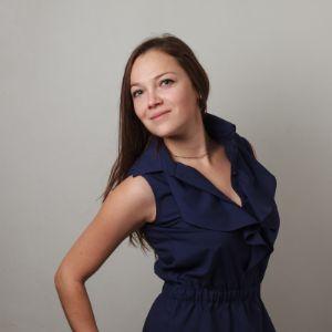 Блузка насыщенный синий цвет. Преарасно сочетается с пиджаком. Артикул 1005.