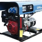 Представляем вам мощный генератор GMH5000ELX, работающий на бензине, который имеет высокую мощность и ёмкий бак. Благодаря этому вы можете быть уверены, что ваша персональная электростанция вас не подведет, и вы не останетесь без источника электроэнергии в самый неподходящий момент. Данный тип бензогенератора очень выгодно использовать в частном секторе и строительных объектах. В модели GMH5000ELX установлен мощный и надёжный двигатель японского качества, который не требует тщательного ухода и проверок. Поэтому это еще один важный плюс при покупке бензогенератора. Все, что от вас требуется— это своевременно обеспечивать устройство топливом. Кроме того, в модели GMH5000ELX предусмотрена система безопасности, которая контролирует скачки напряжения или замыкания и в случае их учащения генератор автоматически отключается. Мощность бензиновой электростанции составляет 4.5кВА/3.6кВт. Расход топлива при нагрузке 70% всего 1.4л/ч. Ёмкость бака 20л. Поэтому с этим генератором вы можете непрерывно работать вплоть до 20часов.