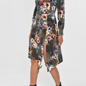 Платье из бархата с разрезом.