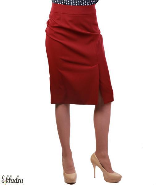Юбки женские от производителя. Юбка бордовая со шлицей спереди. Юбки женские от производителя оптом от производителя от 290 руб.