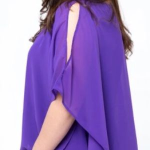 Платье однотонное средней длины, расширяющееся книзу, без рукавов. Длина - до колен. Имеются в наличии 3 расцветки: сиреневое, оранжевое и черное. Состав - 100% полиэстер. Модель имеет специальный крой, который идеально скрывает несовершенства фигуры. Размерный ряд - 50/52-62/64  Продажа только оптом от 50 штук. Цена 180 рублей
