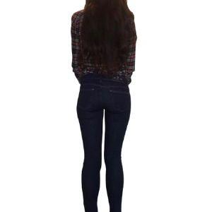 Джинсы Женские. Джинсы Lona Jeans размерный ряд : 26 27 28 29 30 31 Цвет: Темно Синий Состав: 98 % Хлопок 2% Эластан Производство: Беларусь