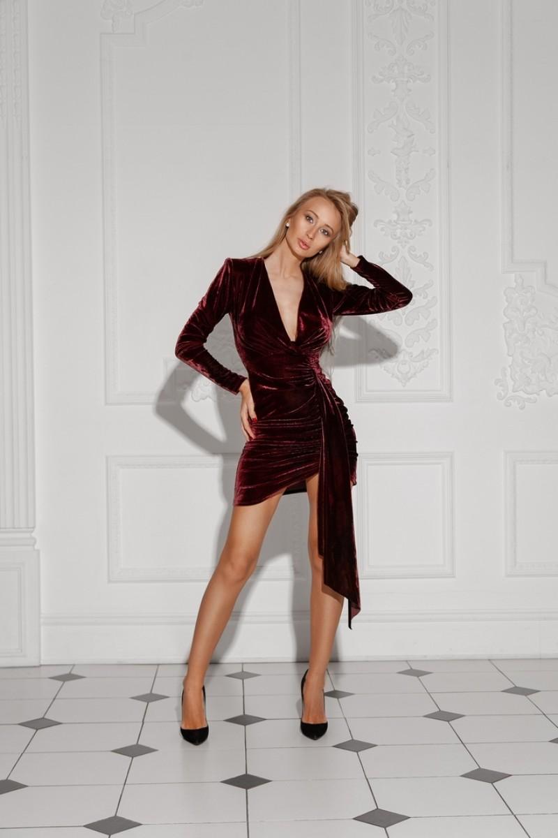 Арт 372 платье Vendor, ткань бархат , цвета бордо и бежевый .Размеры S M.  Цена 2300