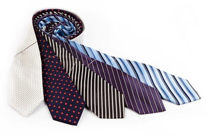 Галстук Stilmark. галстук Stilmark из полиэфирных нитей плотностью не менее 900 единиц.