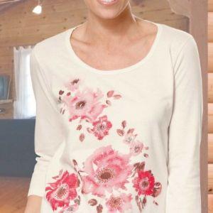 Белая блуза имеет элегантный крой, круглый вырез, рукава 3/4 и прямой низ. Изделие прекрасно подходит для сочетания с юбкой и брюками.  Высота по спинке: около 68 см для размера L.  Размерный ряд M, L, XL  Опт - от 100 штук.Цена 120 рублей