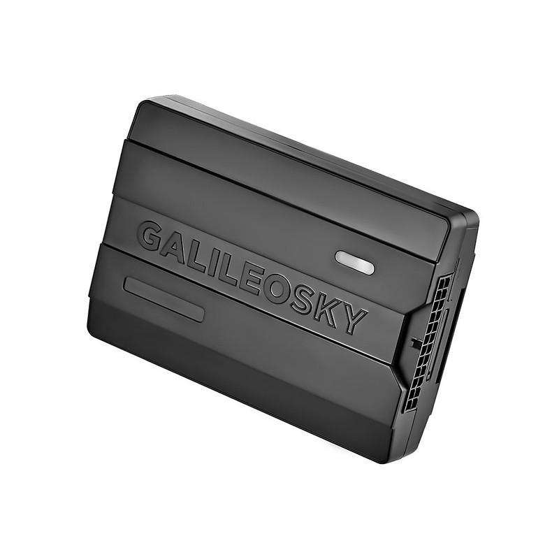 Краткие технические характеристики: RS 485, CAN Сканер, внутренняя АКБ, 6 аналогово/дискретно/частотно/импульсных входов, 4 транзисторных выхода, акселерометр, EcoDrive, 2xNanoSIM, возможность установки Sim-чипа, защита от длительного перенапряжения до 200 В, встроенные антенны, 97х68х22 мм. Возможность заказа индивидуальной комплектации.  Описание: Galileosky 7.0 Lite – легкий и компактный GPS/ГЛОНАСС терминал в пластиковом корпусе со встроенными антеннами и дополнительными креплениями. Стоимость прибора сопоставима со среднерыночной, при этом в сравнении с оборудованием других производителей, пользователи Galileosky 7 получают гораздо более богатый функционал.  Данная модель доступна для заказа с индивидуальным набором опций. Компактный GPS/ГЛОНАСС терминал с широкими возможностями Galileosky 7.0 Lite может целиком поместиться на ладони. Несмотря на небольшие размеры, функционал терминала можно расширить за счет подключения дополнительных датчиков и устройств, и таким образом решить практически любые задачи в области мониторинга транспорта. В терминале Galileosky 7.0 Lite предусмотрено 6 аналогово-дискретных и частотно-импульсных входов и 4 транзисторных выхода для подключения периферии. Благодаря поддержке протоколов RS485 и CANBUS вы можете вести наблюдение за состоянием транспортных средств, перевозимых грузов и соблюдением дисциплины водителями. При помощи уникальной технологии программирования Easy Logic функциональные возможности можно расширить еще больше. Простота и удобство установки  Благодаря встроенным антеннам терминал легко установить в автомобиль, а также возможно произвести скрытую установку. Отсутствие проводов от антенны означает, что и риск саботажа сводится к нулю – исключается вероятность, что их срежут, повредят или открутят. При оформлении заказа возможна комплектация прибора дополнительными ушками для крепления. Надёжность оборудования и сохранность данных в системе мониторинга Несмотря на пластиковый корпус, GPS/ГЛОНАСС терминал Galileosky