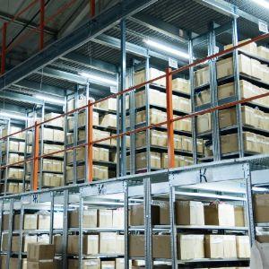 Технологичный склад:  7 450 кв. м общая площадь складских помещений 155 квалифицированных сотрудников склада