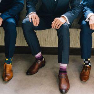 Цветные носки - это модно! Даже в связке с деловыми костюмами ;)
