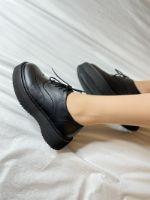 Ботинки черные с молнией с внутренней стороны