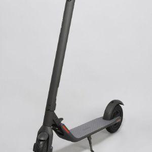• Максимальная нагрузка 100 кг • Максимальная скорость 20 км\ч • Запас хода 22 км • Ёмкость аккумулятора 5100 мАч • Мощность двигателя 300 Вт • Вес 13.5 кг Черный