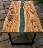 стол река и столы, стулья из массива и эпоксидной смолы