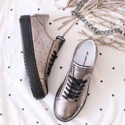 2bd3cfa66 Наша компания занимается реализацией оптом свежих и прошлогодних коллекций  одежды и обуви, нижнего белья, носков, кожгалантереи по низким ценам.