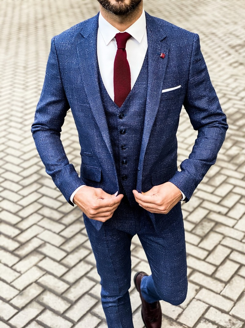 Синий мужской костюм-тройка