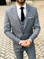 Серый мужской костюм-тройка