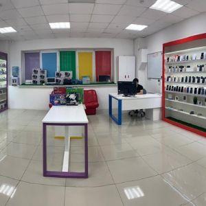 Это — буквально — выставочный зал, для покупателей. Вы можете ознакомиться и протестировать избранные товары, изучить цифровой каталог, а затем заказать понравившийся позиции на месте Online