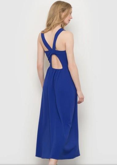 Синее платье расклешенное из рельефного трикотажа, длина миди. Основной материал: 97% полиэстера, 3% эластана Подкладка: 100% полиэстер. Размерный ряд: 46-52 Отп от 50 штук, цена 200 рублей