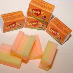 """Мыло """"Love is""""  апельсин-ананас. Сувенирное глицериновое мыло ручной работы """"Love is"""" апельсин-ананас по форме, окраске, аромату и упаковке полностью повторяет жвачку """"Love is"""". Вес 100 гр. Очень красивое и ароматное мыло с мягкой и нежной пеной. Сертификат. Скидки (от 20 шт)"""