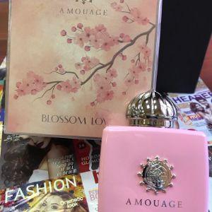 """Оригинальная парфюмерия бренда Amouage оптом по самым низким ценам. В наличии все объемы 50 и 100 мл. и ароматы марки """"Амоуаже"""". Заказать и купить самые популярные духи  Amouage Honour, Amouage Reflection, Amouage Blossom Love  Вы можете и по тел."""