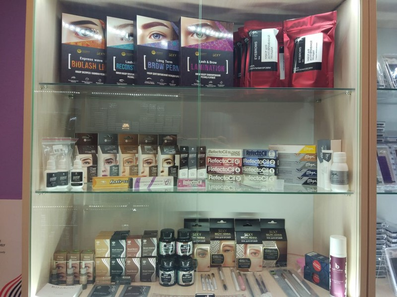 Большой выбор наборов для бровистов. Хна и краска представлена в фирмах: Refectocil, Lovely, Hair Well, Bronsun, Thuya,