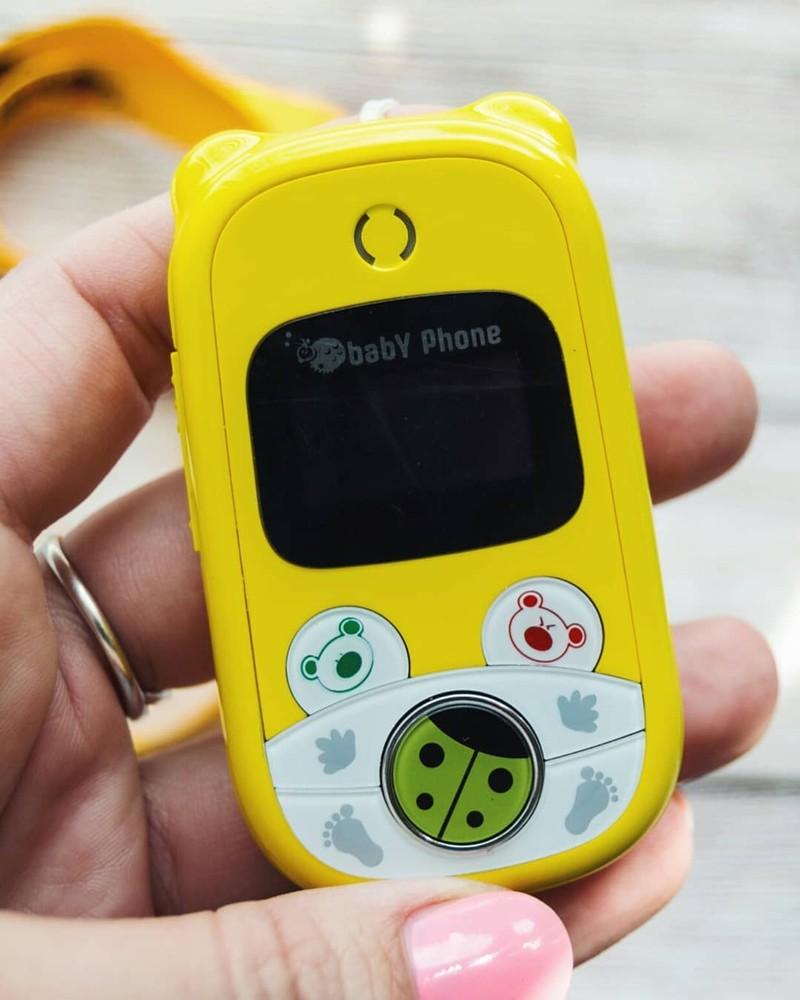 Детский мобильный телефон для заботливых родителей.  Особенности: - Разберется даже 2-х летний ребенок - Функция «прослушки» - Держит заряд больше недели - крепкий ударопрочный корпус 4 кнопки вызова, вы сами настраиваете кому будет звонить ребенок нажатием любой из этих кнопок Позвоните ребенку и он легко ответит на ваш звонок «Подслушивайте» за ребенком с функцией «Аудионяня». Нужно лишь отправить специальную SMS и babyphone сам вам перезвонит не привлекая внимания ребенка и его окружения. Характеристики: - Производитель Россия - Крепкий ударопрочный корпус - Динамик не травмирующий ушко ребенка - Контрастный экран - Сим - карта любого сотового оператора - Работает без подзарядки больше недели - Год гарантии. (заменим на новый, если обнаружится неисправность) Размер телефона: Высота: 83 мм; Ширина: 44 мм; Толщина: 15 мм; Вес: 40 г