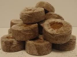 Кокосовые таблетки Jiffy 7C 35 мм Торфяные и кокосовые таблетки Джиффи– одна из новых разработок для любительского и профессионального садоводства и огородничества. Предназначены они для проращивания семян, выращивания рассады, укоренения листьев и черенкования