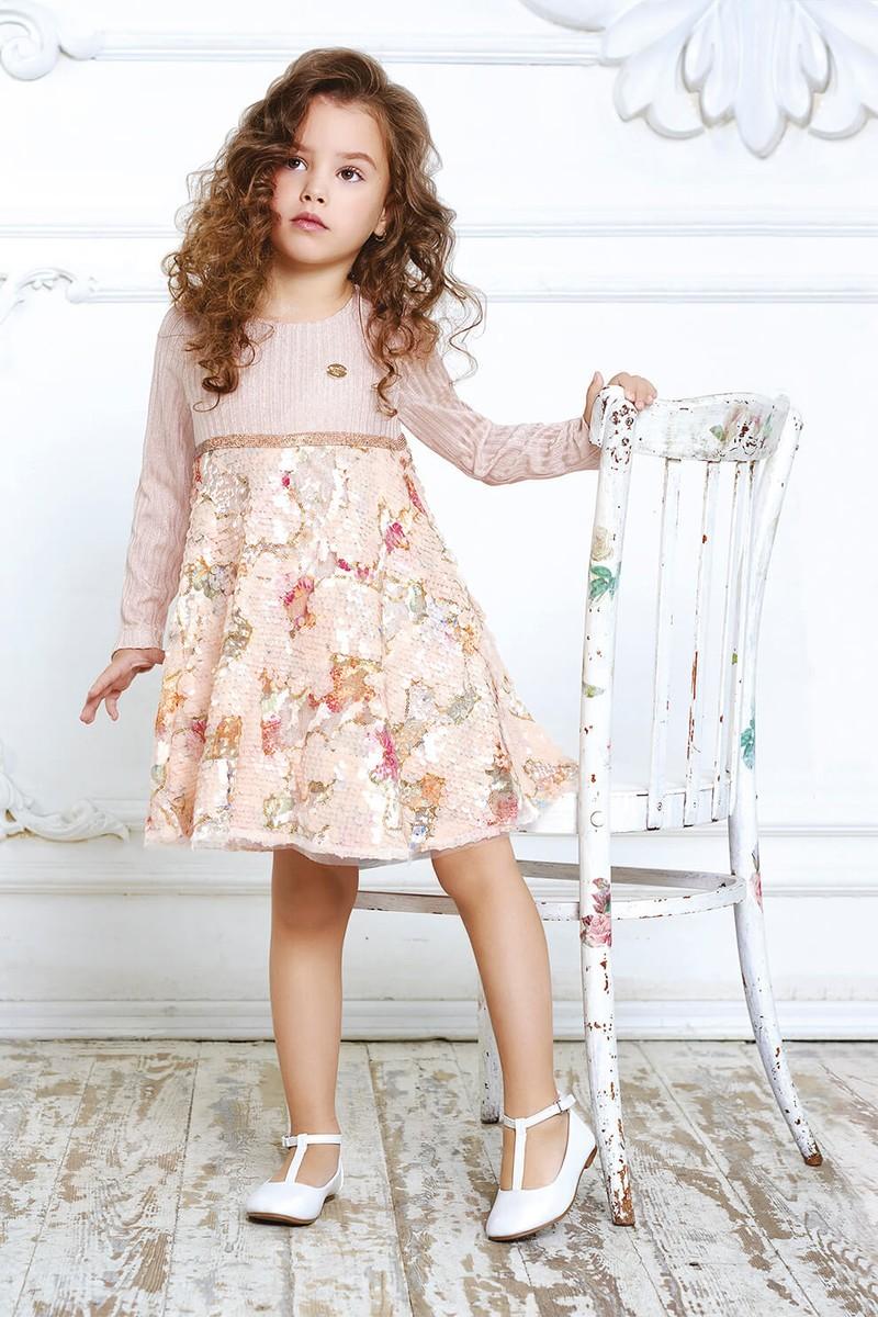 Платье трикотажное, цвет персик, юбка расшита пайетками