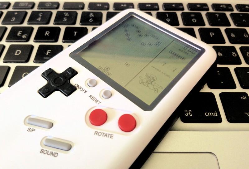 Чехол на iPhone с настоящей игрой Тетрис