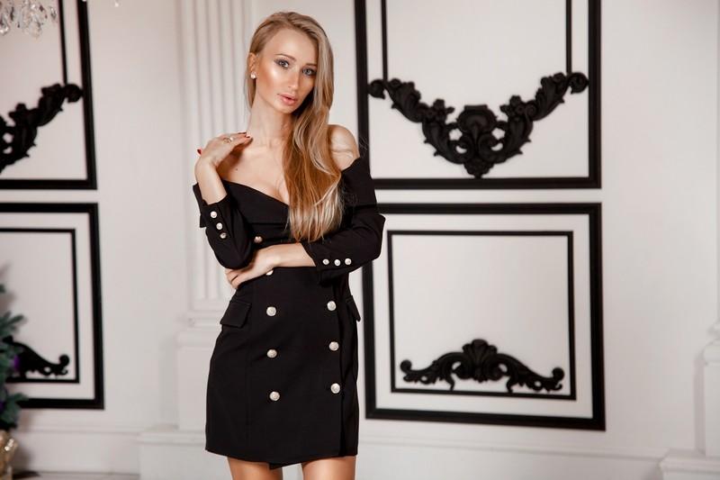 Арт 365 платье Rightly , костюмная ткань , железная фурнитура . Цвета : черный , горчица . Размеры S и M.  Цена 2500