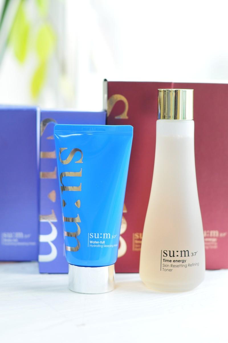 LUXURY BRAND - SU:M 37 . Корейский бренд, специализирующийся на выпуске ферментированной косметики. Основан в 2007 году. В производстве используются продукты естественного брожения отборного сырья, выращенного в экологически чистых районах Кореи.