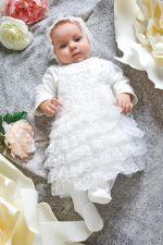 Комплект на выписку: комбинезон белый с кружевным нашивным декором + чепчик 05.03