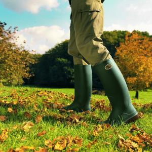 Легкие сапоги из полиуретана Bekina Litefield предназначены для передвижения на длительные расстояния. Имеют антишокер в каблуке. По периметру сапога увеличен слой полиуретана для повышенной защиты ноги от физических воздействий. Сапоги производятся способом монолитного литья, в единой пресс-форме. Способ производства бесшовный. Сапоги оснащены шпорой для снятия.