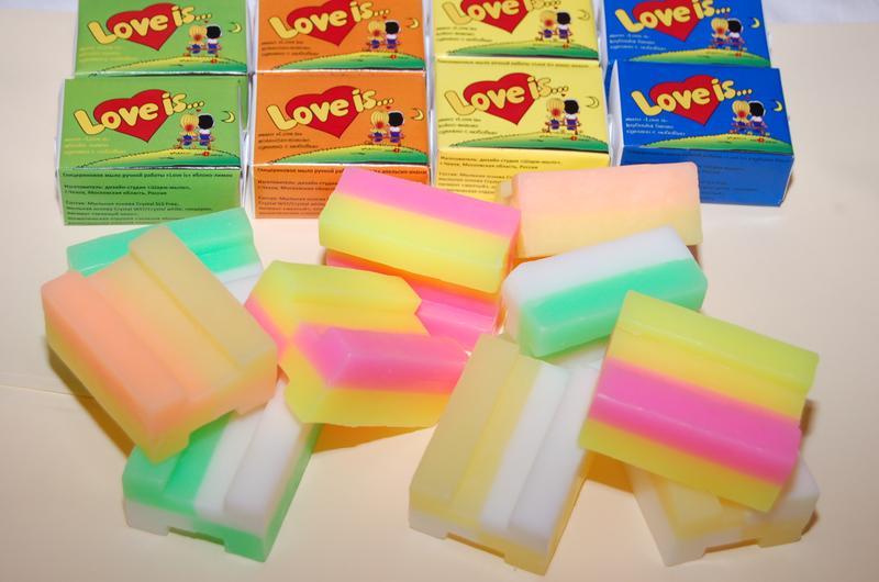 """Ассорти 5 видов мыла """"Love is"""". Сувенирное глицериновое мыло ручной работы """"Love is"""" по форме, окраске, аромату и упаковке полностью повторяет жвачку """"Love is"""". Вес 100 гр. Очень красивое и ароматное мыло с мягкой и нежной пеной. Сертификат. Оптовые скидки (от 20 шт)"""