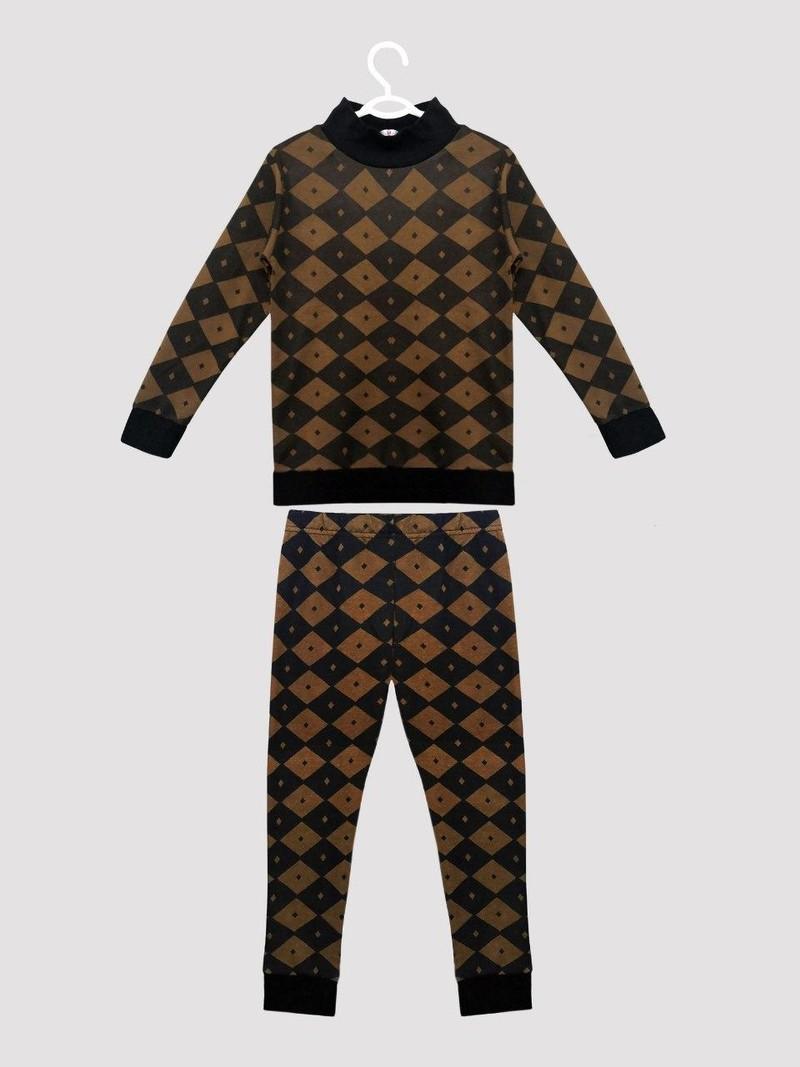 Двойка детская (пижама)Интерлок, жаккард 180 гр/м2Детский возраст: От 3 до 7 летБежевый, серый, коричневыйДетская пижама с узором вертикальные полосатые квадратики, манжет на рукавах, поясе и джоггерах