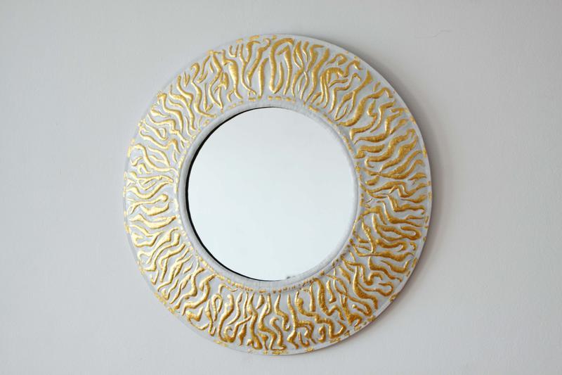 """Зеркало """"Солнце.Лики"""". Диаметр рамы - 50 см. Медь, эмаль, позолота. Ручная работа."""