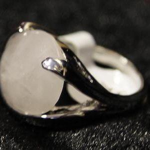 Кольцо с розовым кварцем. Имеющиеся размеры 16-19