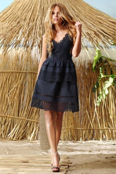 Платье 1452 VesnaLetto. Летнее платье, очень легкое и нежное. Выполнено из нежного хлопкового полотна с шитьем (на подкладке). Отрезное по линии талии, лиф прилегающий, нижняя часть и нижний волан присборенные.