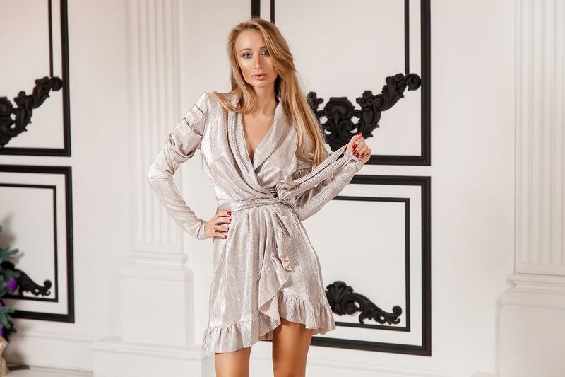 Арт 371 платье Brilliant way , ткань трикотаж с добавлением люрекса , цвета розовое золото и серебро . Размеры С и М.  Цена 2300
