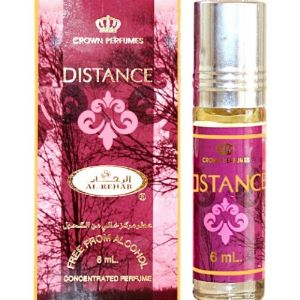 Духи Distance (Al-Rehab) 6мл масляные арабские. Состав: натуральные эфирные масла, составляющие цветочную композицию из благородных цветов розы, магнолии, жасмина и ориентальных нот уда, амбра, шафрана, сандала. Ноты начала: древесно-пряный аромат сандала, терпковато-горький шафран, выразительная, пышная магнолия. Средние ноты: изысканный жасмин, благородная роза. Финальная нота: яркий, тонизирующий апельсин, богатый и резковато-терпкий аромат дерева уд, стойкая, обволакивающая амбра. «DISTANCE» - богатство цветочно-восточной композиции Аромат «DISTANCE» составляет ориентально-цветочную композицию, которая захватывает и поражает воображение уникальными, изысканными аккордами цветов и древесных компонентов. Женские духи подчеркнут вашу сексуальность и природную красоту. Композиция станет прекрасным дополнением вечернего туалета, дополнит яркими красками повседневный образ. Для прогулки теплым летним вечером или в холодный осенний день цветочно-древесная композиция наполнит вас очарованием восточных манящих нот, которые уместны в любую погоду и время года. Композиция духов не имеет возраста – она подходит и юным леди, и женственным дамам в почтенном возрасте. Основа аромата – аккорды фруктов и ягод, это летние ноты, дополненные древесными мотивами. Композиция символизирует радость, тепло, солнечный свет, ясное летнее небо. Вступительные ноты шафрана и сандала олицетворяют жаркое восточное лето, подчеркивают сексуальность и наполненность. Сердце композиции из цветочных нот розы и жасмина воплощает женственность и благородство. Завершают аромат ноты, олицетворяющие ориентальную классику – дерево уд и амбра, освеженные сладковатым тонизирующим апельсином.