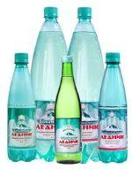 минеральная газированная вода, талая вода, негазированная вода
