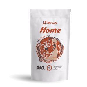 Зерновой кофе Хоум (Home) –прекрасный бленд, состоящий на 50% из высококачественной арабики и на 50% робусты. Зерна кофе собраны на высоте от 900 метров на фермах Бразилии и Эфиопии. Это купаж, полностью отображающий нашу идеологию: простой и удобный эспрессо бленд, который готовится в любой кофеварке, благодаря правильно подобранному профилю обжарки.