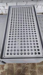 Крышка на опорах для среднего поддона 125х55х5 см. Любое количество отверстий.