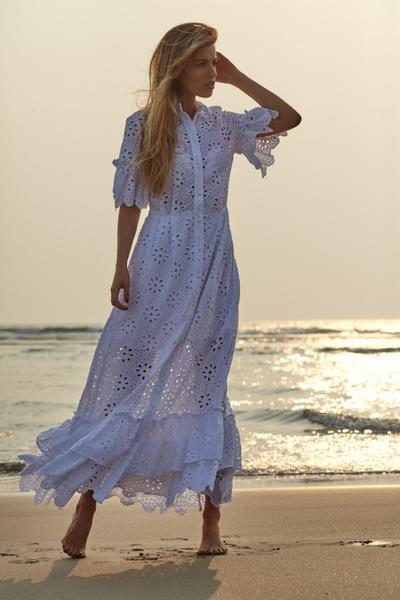 Платье 1379-1 VesnaLetto. Летнее платье, очень легкое и комфортное. Выполнено из хлопкового ажура (по низу на хлопковой подкладке). По низу платья и по рукавам присборенные воланы, в рельефных швах карманы.