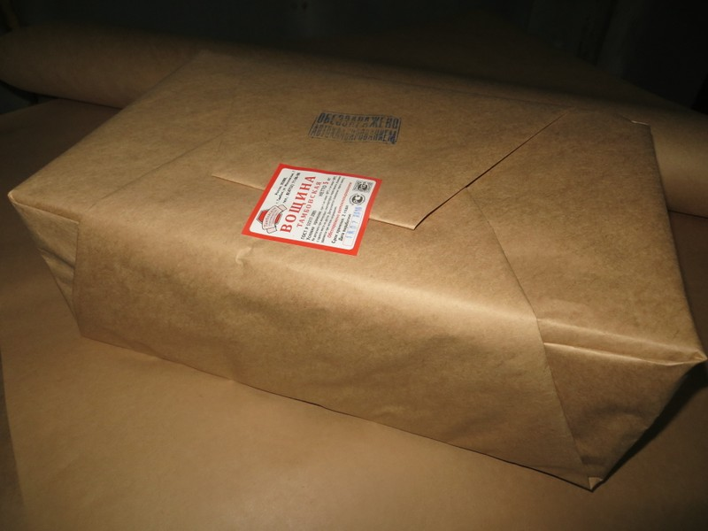 """Листы вощины """"Дадан"""" имеют прямоугольную форму размером 260х400 мм.  Вощина продается в упаковке по 5 кг."""