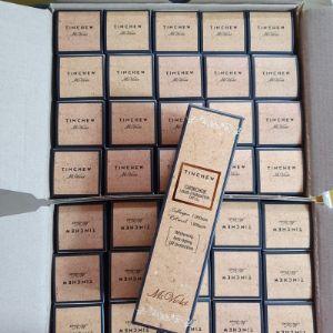 Hit продаж!!! Качество гарантируем. Tinchew Chokchok Liquid Collagen-Retinol Foundation Whitening, Anti-aging, UV Protection SPF 15 #13 Light Beige - Увлажняющий тональный крем с коллагеном и ретинолом 110гЭкстраординарная тональная основа для безупречного макияжа.  Новинка лаборатории бренда Tinchew  -  классический увлажняющий тональный крем - это настоящее сокровище для бьютиголиков и маст-хэв девушки любого возраста. За счет высокой пигментации крем даже небольшой каплей хорошо покрывает большие участки. Плотность можно усиливать и он не выглядит как маска, с его помощью можно скрыть мелкие недочеты в виде покраснений, придать коже свежий вид и красивый, ровный тон без эффекта маски. Текстура у средства легкая, на лице ощущается как вторая кожа. Новаторская интеллектуальная формула объединила в себе симбеоз эффективнейших уходовых компонентов - коллагена и ретинола, их присутствие в выверенной и безопасной для кожи дозировке стимулирует рост новых клеток, синтез белков и коллагена и формирование клеточных мембран. В короткие сроки они помогут справиться не только с морщинами и неровным тоном кожи, но и прыщиками, чёрными точками и пигментными пятнами.  Тональное средство представлено с двух универсальных оттенках:  #13 Light Beige (светлый беж) #21 Natural Beige (натуральный беж) которые безусловно идеально попадут в тон кожи всех его обладательниц.  Применение: нанесите небольшое количество средства на увлажненную кожу лица, растушевать.  Состав: вода, глицерин, ниацинамид, сульфат магния, силика, тальк, токоферила ацетат, парфюм, аденозин, ретинол, экстракт центеллы азиатской, экстракт японского горца, экстракт корня байкальского шлемника, экстракт зелёного чая, содиум гиалуронат, экстракт корня солодки, экстракт розмарина, экстракт ромашки, гидролизованный коллаген