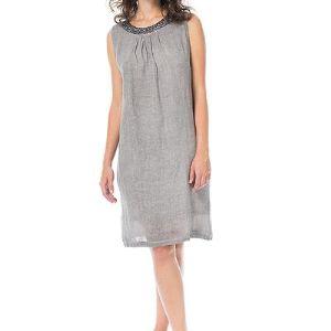 ПЛАТЬЕ АРТ13-05329В. Прямое платье до колен без рукавов. Круглая горловина с небольшой сборкой спереди отделана металлизированными пайетками.