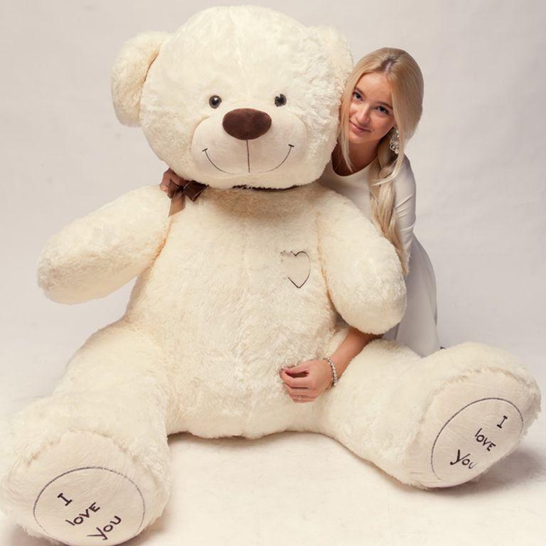 Большой плюшевый медведь - универсальный подарок