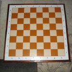 шахматные доски, наборы шахмат и столы для шахмат